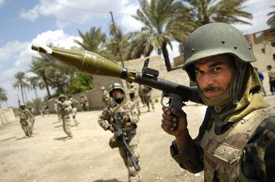 Image of a rocket propelled grenade launcher on the shoulder of a soldier